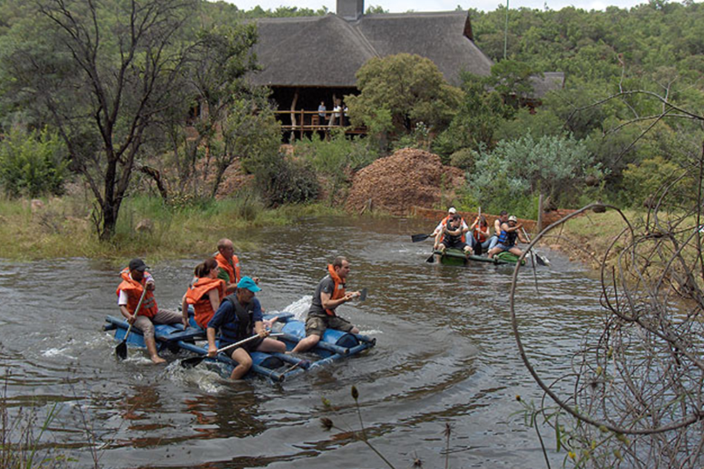 teambuilding raft